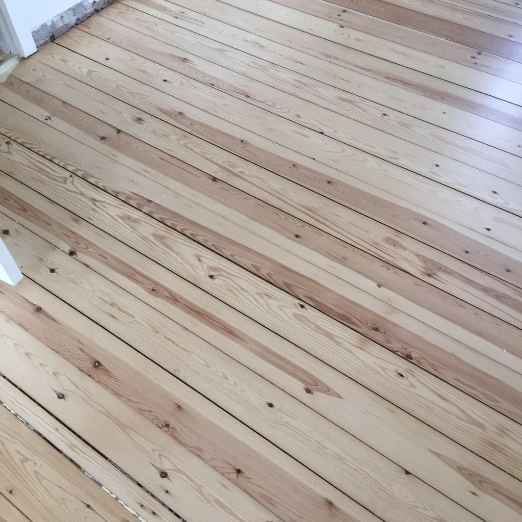 Ny slebet fyrretræs gulv 3x matlak